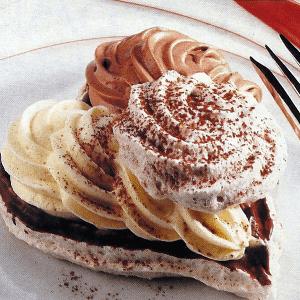 Backrezept Baisertorte mit Johannisbeercreme und Baiser mit Schokoladencreme