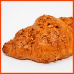 Blätterteighörnchen mit Käsefüllung und leckerer Teighülle