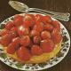 Französische Erdbeertorte und Savarin mit Früchten