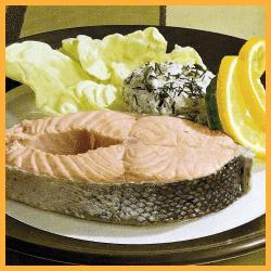 Gekochte Lachsscheiben und Gebratener Lachs mit Quarkcreme