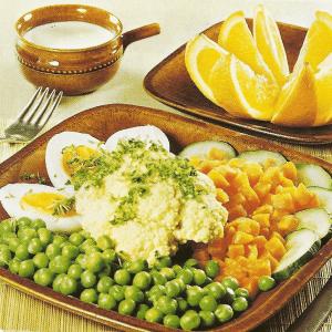 Pfirsiche mit Schinkenquark und Gemüseplatte mit Sahnesoße