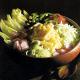 Gemüsesalat mit Käse und frischer Chicoree-Feldsalat