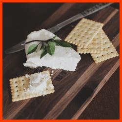 Gewürzcracker und dünne Cracker ideal für Salate und Suppen