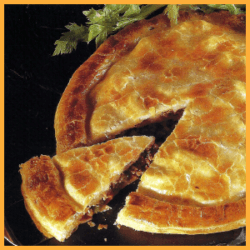 Hackfleisch-Blätterteig-Kuchen und Schweinefilet-Pie mit Oliven