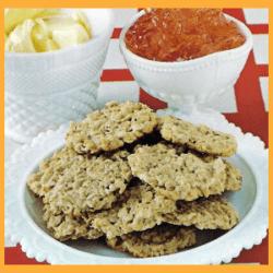 Gesunde Haferflocken Kekse und leckere Haferflockenplätzchen mit Marmelade
