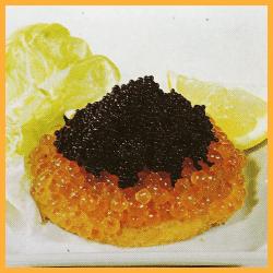 Kaviar-Toast, Matjesröllchen auf Kapern und Thunfischsalat