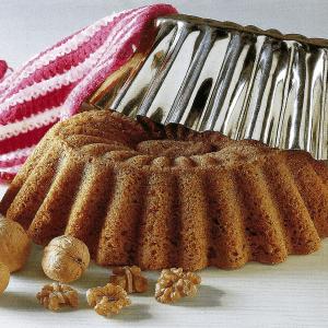 Kokoskuchen mit Glasur und Zimt-Walnuß-Kuchen