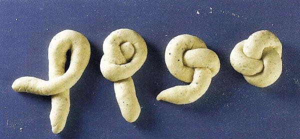 Kraterbällchen und Süße Quark-Anis-Knoten 3