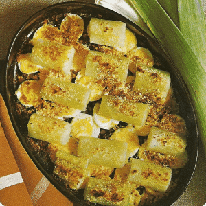Gefüllte gebackene Kartoffeln und Lauch-Auflauf überbacken