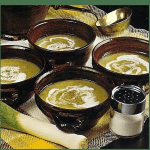 Pikant Gefüllter Chicorée und feine kalte Lauchsuppe