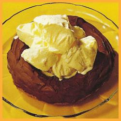 Mandelkranz mit Vanille Eis und Apfelsinen- Sahne-Eis
