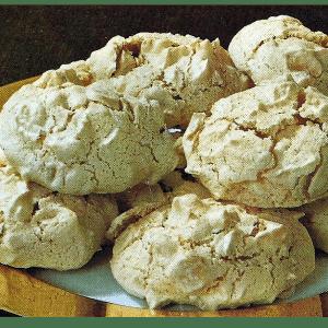 Arrakbällchen und Mokkabaisers mit leckeren Nüssen