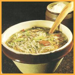 Spaghetti Gemüse Suppe und Ochsenschwanzsuppe