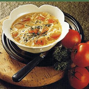 Tomatensuppe mit Lauch und Sellerie oder mit Mais und Paprika