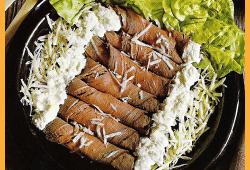Roastbeefröllchen mit Meerrettichsahne ,Lachsrosen und Häppchen