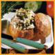 Frische gefüllte Salatbrötchen und garnierte Salatherzen