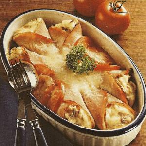 Gefüllte Backblechkartoffeln und Schinkentüten mit Käse überbacken