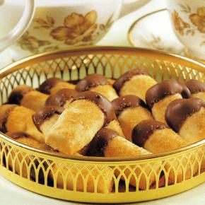 Schokoladenzigarren und Marzipanplätzchen