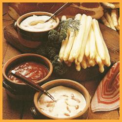 Spargel mit delikaten Soßen zur Auswahl und Bunter Gemüseteller