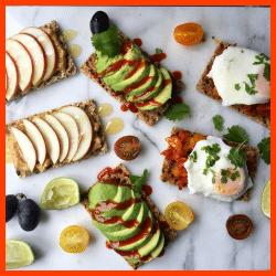 Tomaten-Sardellen-Schnitten pikant und Steckerl-Brot