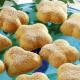 Vanille-Kleeblätter und gefüllte Mandeltörtchen