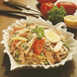 Gemüse-Geflügelsalat und Emmentaler Zungensalat