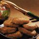 Gehackte Fischsteaks und Frittierter Curryfisch auf Fruchtreis