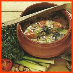 Kaisersuppe und Sahne-Champignonsuppe mit Spinat